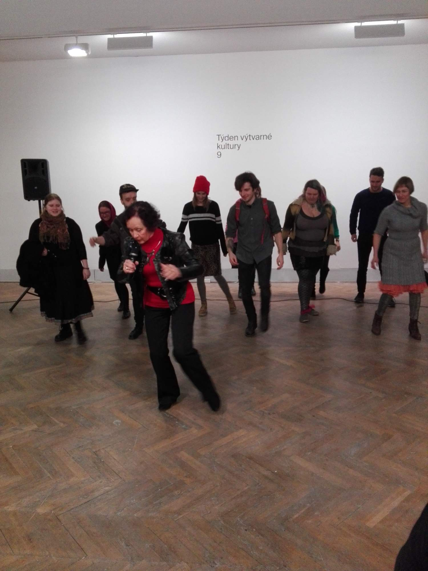 Lektorka tancujúca s návštěvníkmi, FOTO: Veronika Verešová