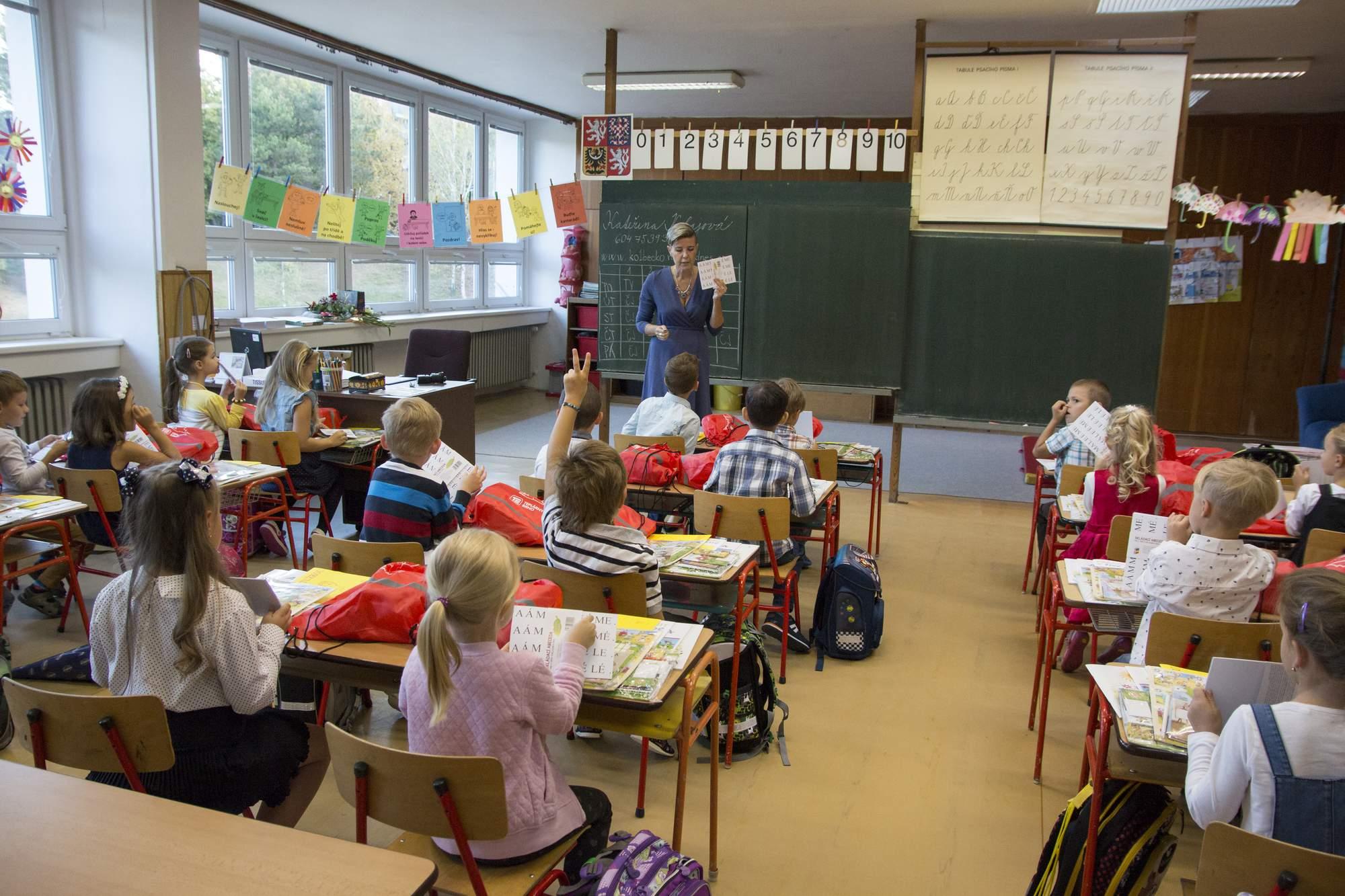 Děti ve škole. Foto: Marie Kolajová