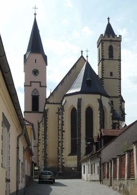 A tohle je perla Bavorova - kostel Nanebevzetí Panny Marie. Vrcholně gotický kostel ze 2. poloviny 14. stol. R. 1604 byla přistavěna velká věž (vlevo). Po požáru v polovině 17. stol. byl kostel nově zaklenut. V letech 1905–08 regotizován podle plánů J. Mockera.