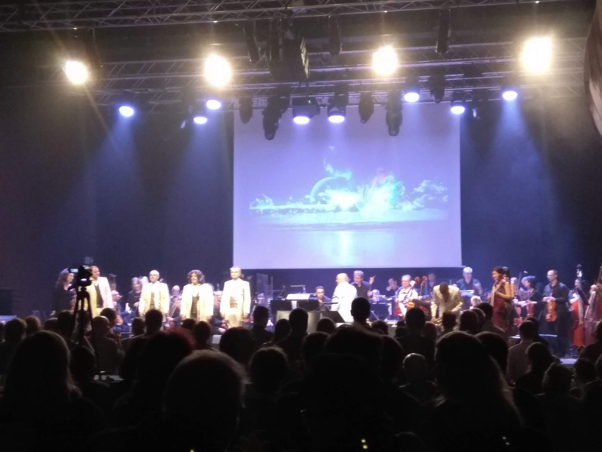 Koncert doplňovala vizuální projekce. Foto: Tereza Vlčková