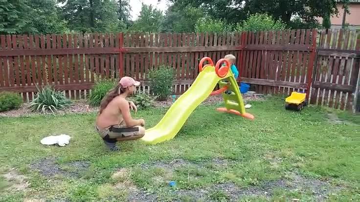 .rajce.idnes.cz backyard Rochníme se s bráchama v bazénu ... 13. května 2018 ...