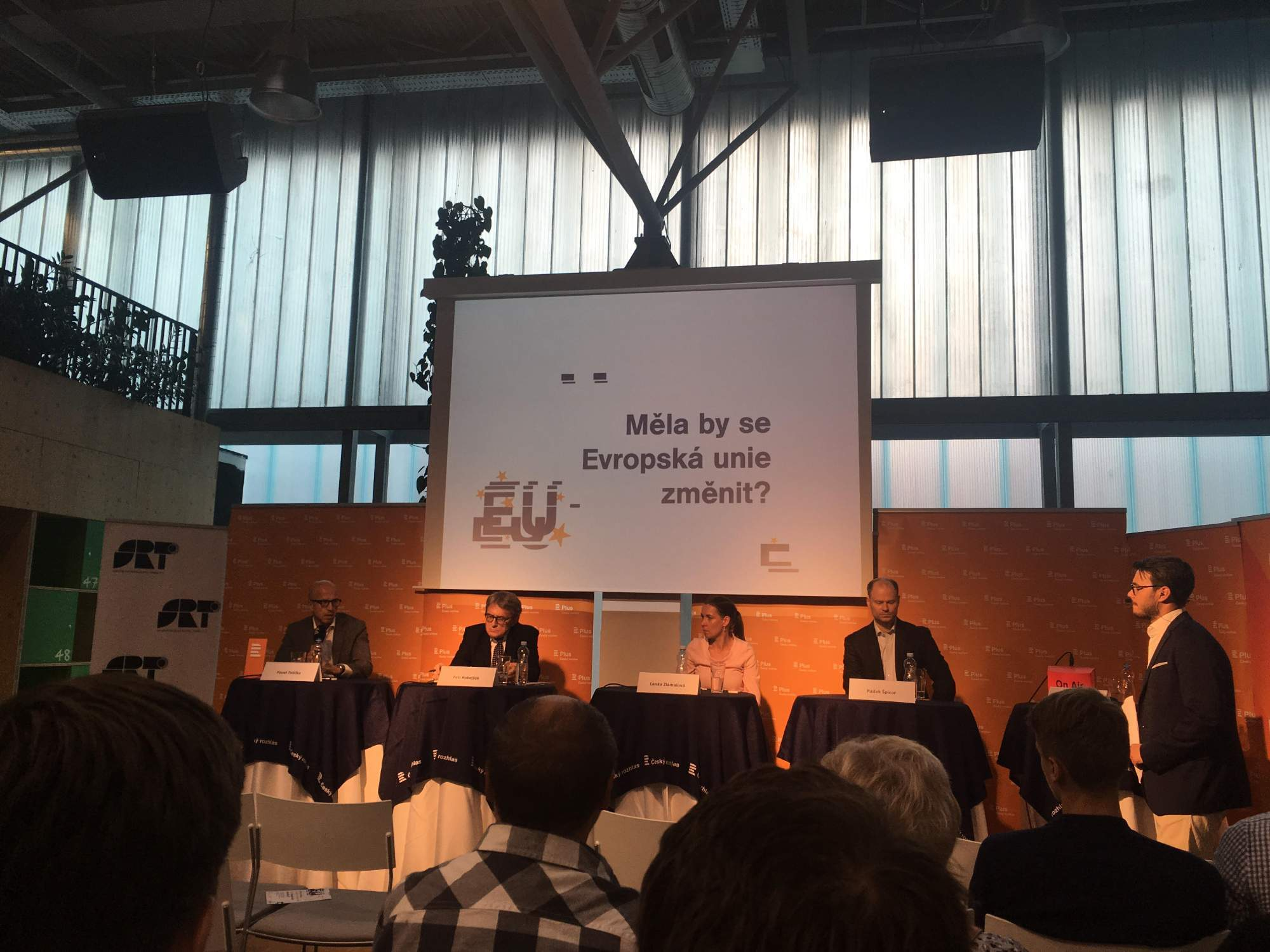 Pavel Telička, Petr Robejšek, Lenka Zlámalová a Radek Špicar přijeli diskutovat o problémech Evropské unie, FOTO: Karolína Oškerová