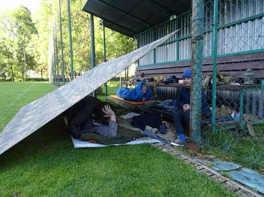 Spaní na střídačce...to se zamlouvalo především dětem:)