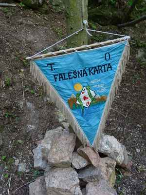 Vlajka pořádající osady...