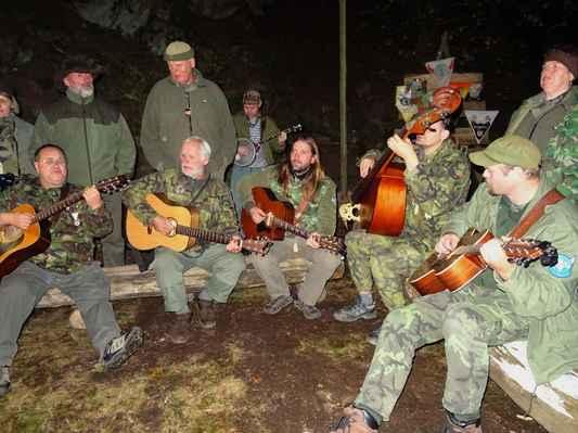 Skvělý muzicírování celej večer až dlouho do noci...