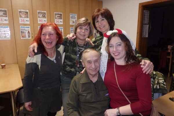 ...i spokojený, v teploučku Terky,Hanky, Marty a Jany, -Čochtan