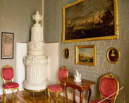 Na zámku jsou dva prohlídkové okruhy. Reprezentační interiéry a Soukromé pokoje. Tato a následující fotky jsou ukázky reprezentačních interiérů.