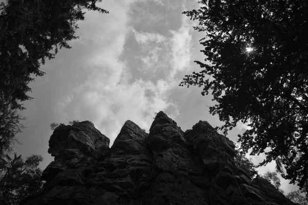 ČTYŘI PALICE - čtyři skalní útvary, které vznikly při mrazovém zvětrávání. Jde o oblíbené místo horolezců.