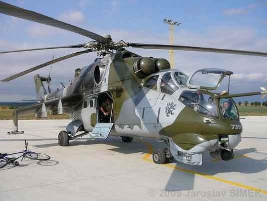 1.Hvozdec (27) - Mi-24 V před vzletem na letišti v Náměšti nad Oslavou